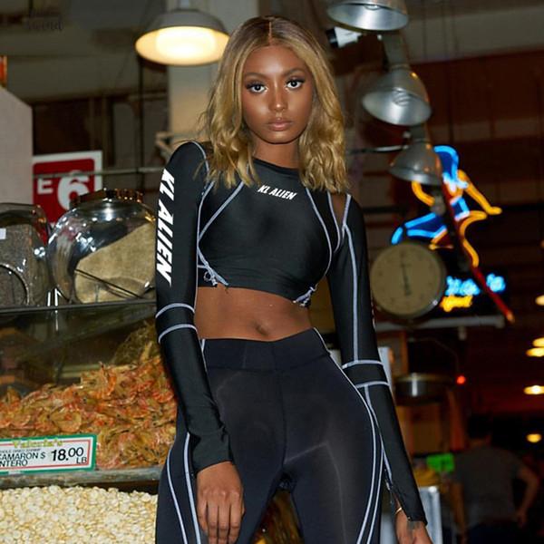Femmes à col roulé à manches pleine Sweatshirts Lettre Imprimer Crop Bracelet Patchwork Noir Court Hauts Femme Pulls Sweats à capuche