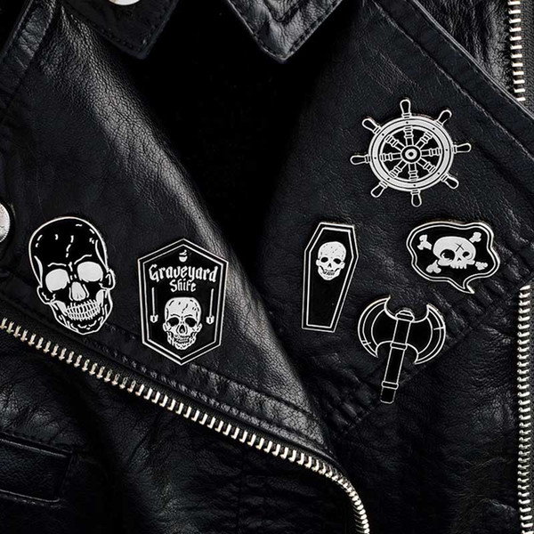 Korsan Pimleri İskelet Kafatası Dümen Tabut Broşlar Denim ceket Gömlek Yaka Yaka Pin Toka Rozeti Punk takı drop shipping