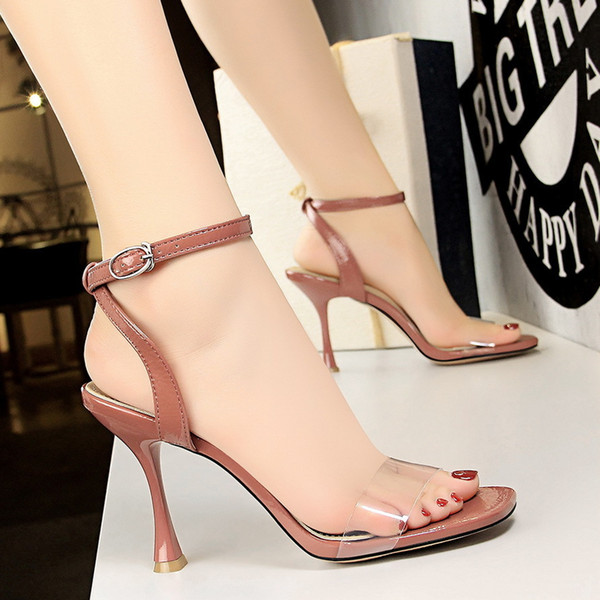 Sexy2019 127-3 European Wind Pop Women's Shoes Wine Glass With Square Hollow Out Transparent One Word Bring Sandals