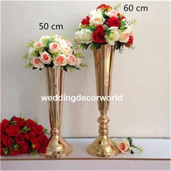 Ein neuer mentaler Blumen-Vase-Sockel aus Gold steht für Blumen decor0735