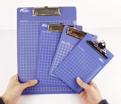 FedEx A4 Portapapeles Orificio para colgar Regla Cuaderno de rejilla Portapapeles Tablero de escritura Tablero de clip Tablero de oficina y suministros de negocios