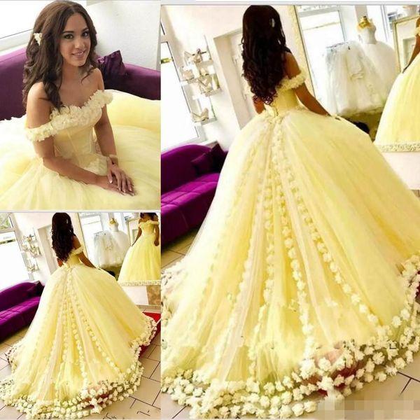 2019 Abiti giallo Quinceanera Ballgown sexy al largo della spalla Fiori fatti a mano Sweep treno floreale Tulle Sweet 16 Prom Party Gown