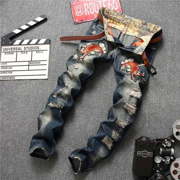 Jeans di marca di moda uomo designer uomo jean lusso uomo di alta qualità pantaloni tendenza ricamo foro jeans personalità confortevole pantaloni in denim
