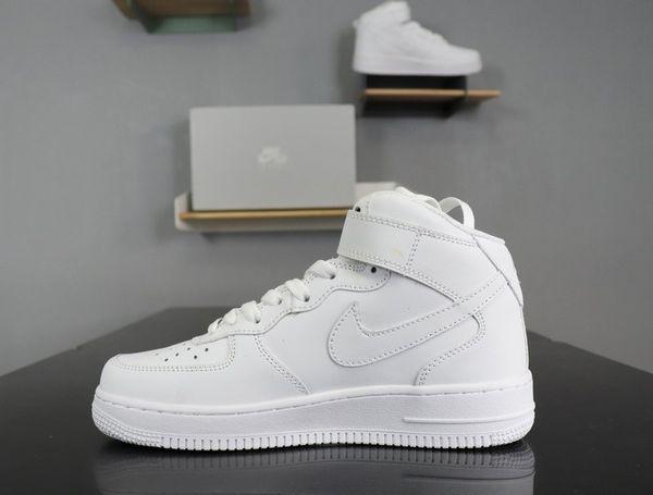 Hava Kuvvetleri 1 AF1 1s Erkekler Kadınlar Casual TN Üçlü Siyah Beyaz Düşük Fly Kaykay Ayakkabı Açık Yürüyüş Tasarımcılar Sneakers 36-45 Koşu Ayakkabıları