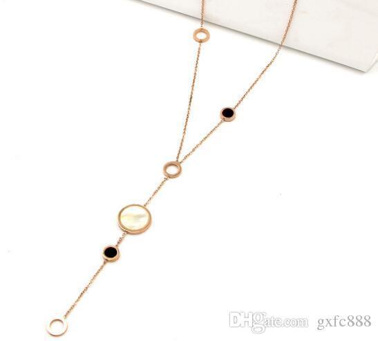 Nuevo párrafo largo, cuatro círculos, tamaño, color blanco y negro, collar de suéter de oro rosa femenino, collar de acero de titanio coreano