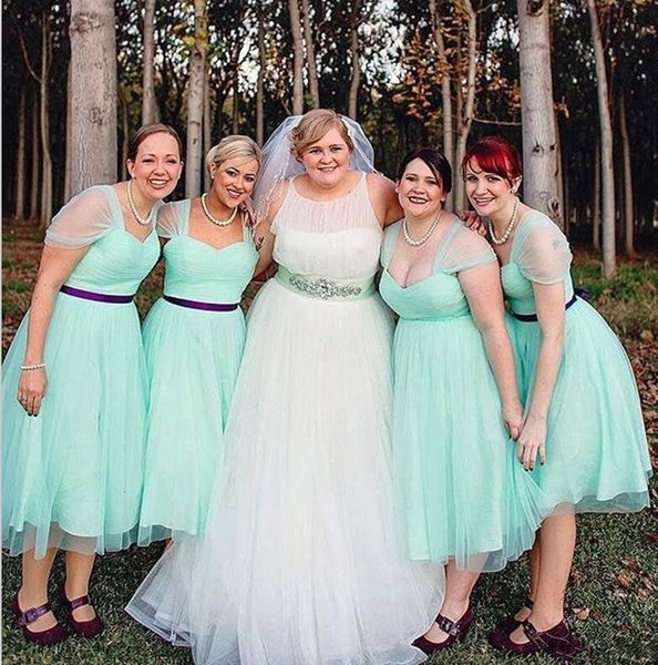 Summer Sexy Cheap Mint Bridesmaid Dresses Cap Sleeves Knee Length Evening Dresses Tulle Ruffle Girls Beach Party Dress Maid Of Honor Gowns