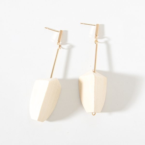 2019 Wholesale Simple Fashion Vintage White Wood Pendant Gold Metal Long Rod Tassel Statement Summer Earrings for Women Jewelry