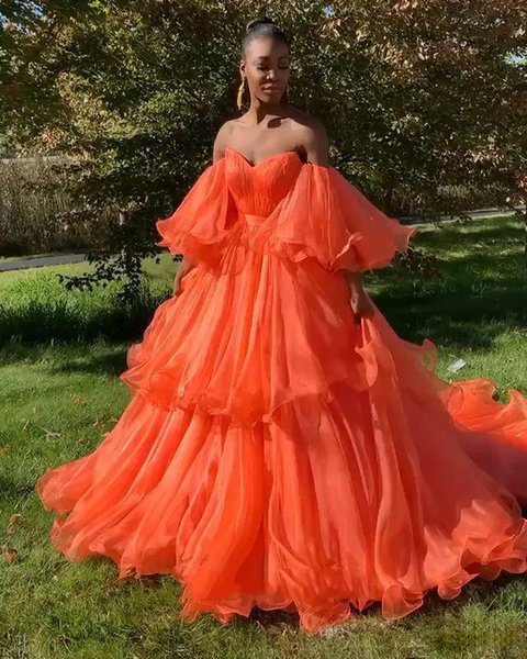 Sweetheart Tiered Skirt Prom Dresses Bell Sleeves Off Shoulder Nuovo 2019 Ball Gown Long Orange Evening Abiti da sera di laurea Plus Size