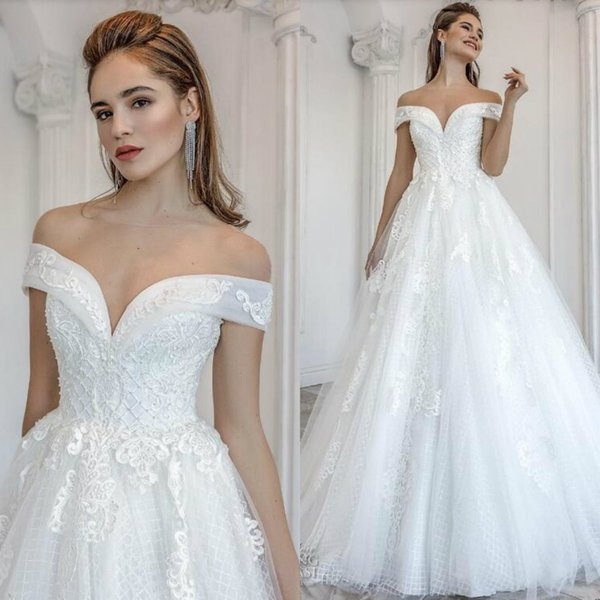 Discount 2019 Designer Wedding Dresses Robe De Mariée 2019 Off Shoulder  Lace Applique Tulle Beach Wedding Dress Lace Up Sexy Bridal Gowns Cheap  Design