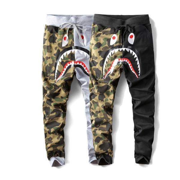 raxh / Hombres Otoño E Invierno Nueva temporada de tiburón Impresión de dibujos animados pantalones casuales Camuflaje pantalones de costura Hip hop suel