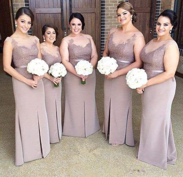 Plus Size Bridesmaid Dresses 2019 Sheer Scoop Neck Lace Sheath Maid Of Honor Gowns Split Cap Sleeve Wedding Party Dresses Formal