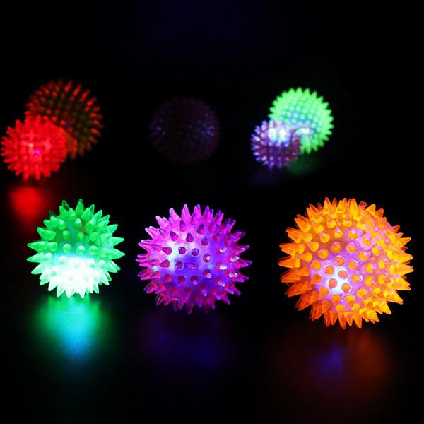 Flaş sıçrama masaj topu hafif sıçrama topu çok renkli kirpi top çocuklara ışık oyuncak T3I5559 arayacak
