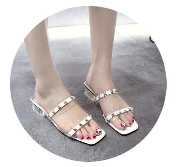 Diseñador de las mujeres Sandalias para mujer Flip Flop zapatos abiertos remache talón estilo transparente fabricante de fábrica envío gratis caliente nueva llegada de moda