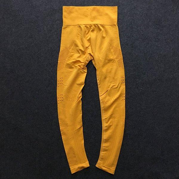 C16 (pantalon jaune)