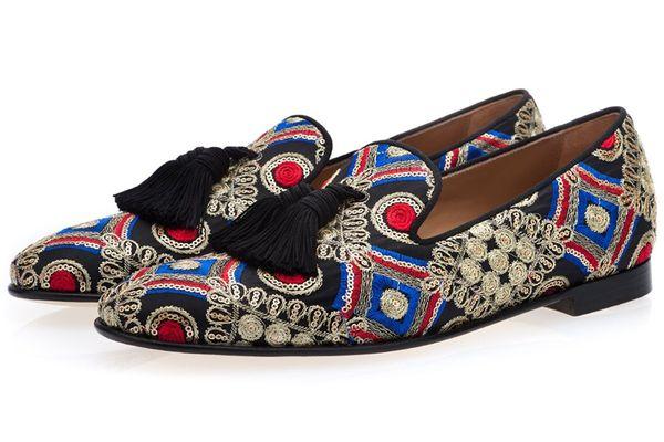 Moda uomo di lusso fatti a mano multicolor scarpe da sposa uomo fannulloni fumatori casual uomo floreale ricamato nappa scarpe