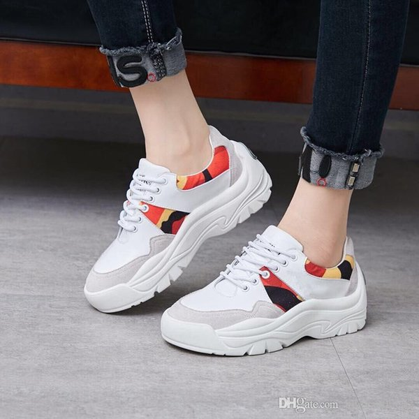 Nova Temporada Sapatos de Grife de Moda de Luxo Mulheres Sapatos de Couro dos homens Rendas Até Plataforma Oversized Sola Sneakers Branco Preto Casual wan190513