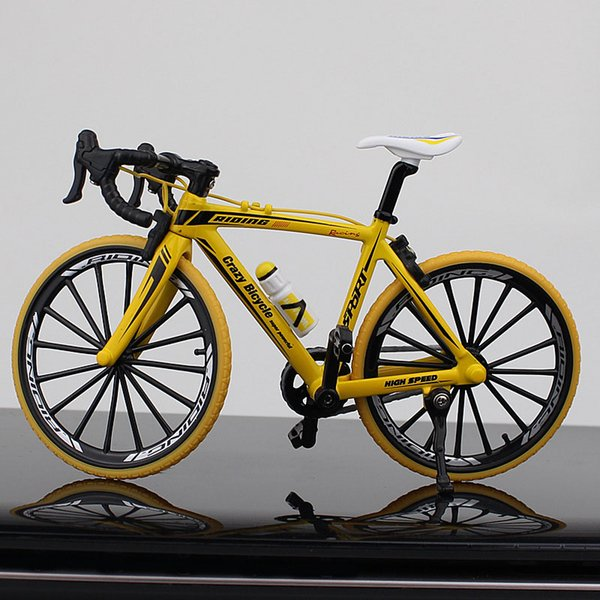 Mango doblado amarillo de la bicicleta