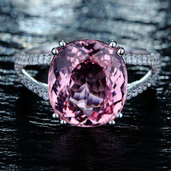 Anillo de diamantes rosa