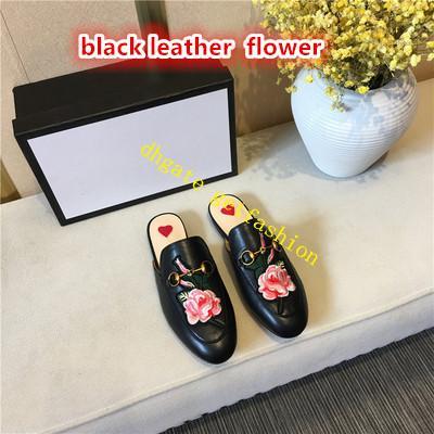 cuir noir avec fleur