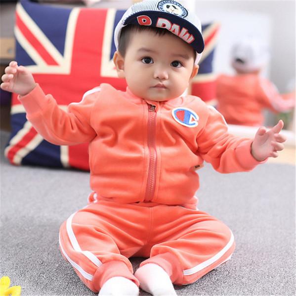 Şampiyonu Çocuklar Giysi Tasarımcısı Erkek Kız Giyim Takım Elbise Bebek Kız Sonbahar Kadife Ceket Pantolon Iki Adet Eşofman Moda Kıyafetler B81901
