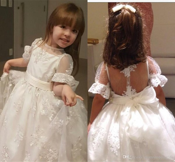 Heilige Elfenbein Blume Mädchen Kleider Flügelärmeln Applikationen Perlen schiere Hochzeit Party Kleider für Mädchen Halloween Prinzessin Kommunion Kleider