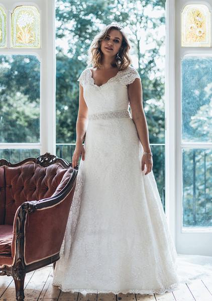 Элегантные свадебные платья PLus размер V-образным вырезом с короткими рукавами Аппликация Кружева A Line Crystal Ribbon Свадебные платья Свадебные платья Novia