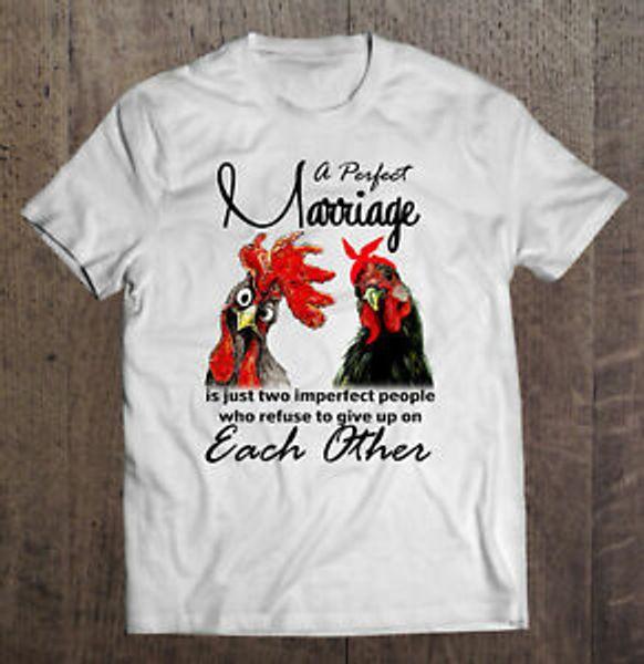 Un matrimonio perfecto es solo dos personas imperfectas que rechazan la camiseta S-6XL de los hombres