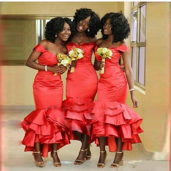 Sirena roja africana Vestidos de damas de honor Fuera del hombro Talla grande Longitud de té Vestidos de dama de honor Vestidos de graduación de bodas de satén escalonados