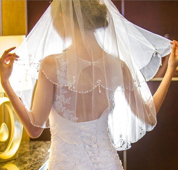 Nova Princesa Beading Pérolas Véus De Noiva Curto Branco / Marfim Romântico Acessórios Do Casamento Elegante 2 Camadas Véus De Noiva com Pente Em estoque