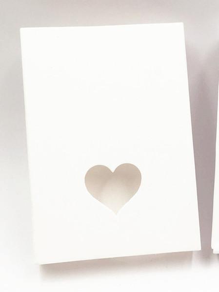 Color: Blanco con corazón.