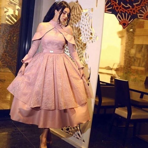 Oriente Medio Cuello alto Una línea Vestidos de cóctel cortos de encaje Manga larga con gradas Vestido de fiesta árabe Ropa de noche
