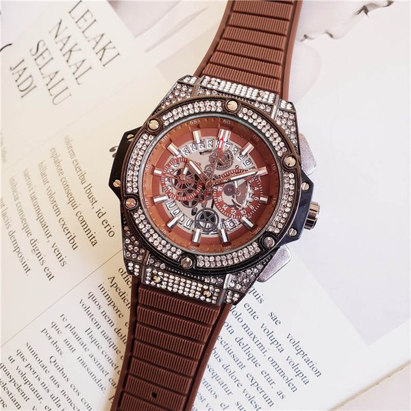 Montres à quartz cadran de la mode pour hommes Montres de luxe pour hommes Entièrement fonctionnel Quartz strass incrusté de diamants Cadran Quartz Montres