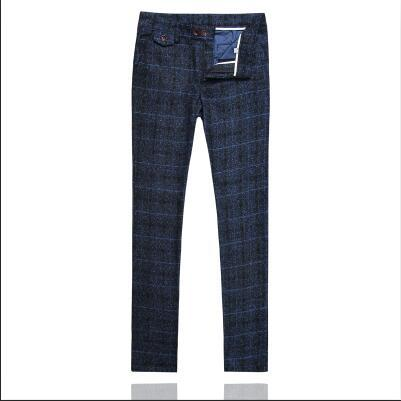 un pantalon bleu marine