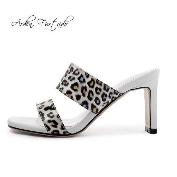 Arden Furtado 2019 Летняя мода женская обувь Лаконичная классика на толстом каблуке Сексуальная элегантная узкая полоска с открытым носком леопардовые тапочки