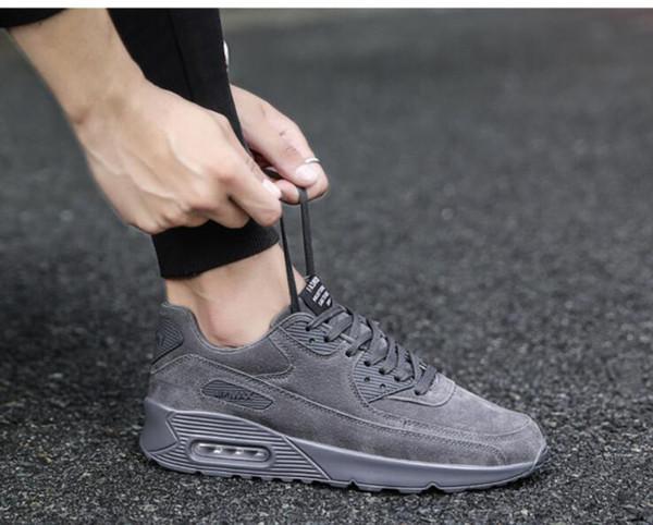 La nueva versión coreana de invierno 2018 de la tendencia de los hombres salvajes de los deportes salvajes aumentó los zapatos para correr marea
