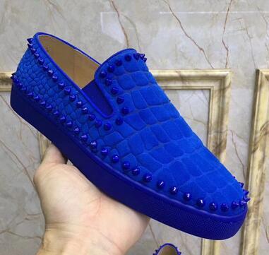 Новые Studed Заклепки Плоские мокасины Повседневная мужская обувь круглый носок Слип на платье Свадебная обувь Высокое качество Кожаная обувь Размер poiu68