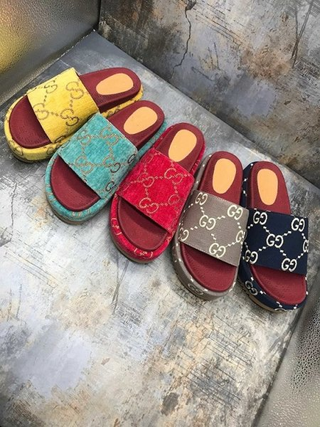 best selling 2020 new style Womens 573018 slide sandal Classic fashion Designer Ladies Red strawberry colored flip flops Popular top brands With the box