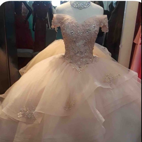 2019 New Luxury Ball Gown Quinceanera Dress Deep V-Neck Off Shoulder Tiered Tulle Lace Appliques Beads Crystal Puffy Prom Evening Gowns Wear