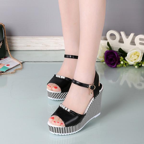 Kadın kama sandalet seksi peep toe platformu 10 cm yüksek topuklu sandalet moda toka rhinestone parti ayakkabı siyah beyaz