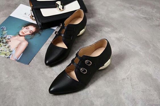 Spitz Qualitäts-Einzel flache beiläufige Schuhe Indoor Slippery Slipper Rot Grün-flache Schuhe der koreanischen Art 09174