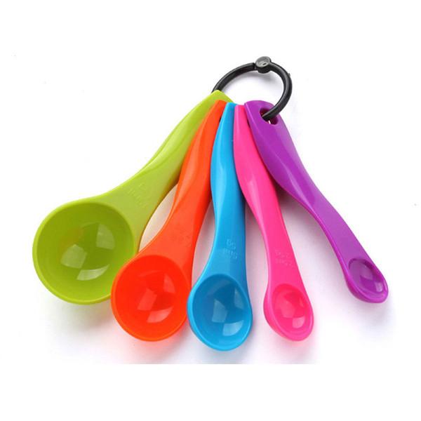 5 pezzi (1 / 2.5 / 5 / 7.5 / 15ml) di alta qualità colorati strumenti di misurazione di plastica cucchiai di cucina utensile da cucina cottura torta set di strumenti