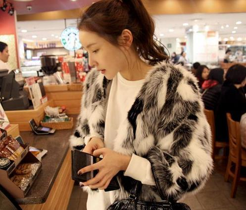 المرأة الجديدة فو معطف الفرو في فصل الشتاء سترة فاخر كلاسيكي أسود أبيض معطف فرو الثعلب سيدة أنثى تصميم قصيرة معاطف C1268