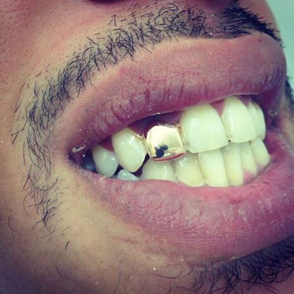 Colore dell'oro Trendy Rock Rapper Hip Hop Grillz Cappucci Stampo Top Grill inferiore Halloween Body Gioielli Denti a dente singolo Bling