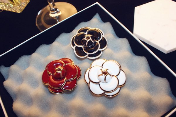 2019 New fashion Hot sale Agood high quality white red black camellia flower brooch for women scarf pins wedding party jewelry accessories