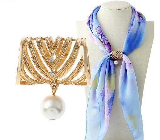 Mode Femmes Belle Perle Foulard En Soie Boucle Broches pour Femmes Or Creux Trapézoïde Strass Écharpes Broche Bijoux De Mode Cadeaux