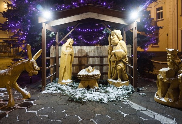 Christmas Jesus Birth Images.2019 Laeacco Photo Backdrops Jesus Birth Nativity Shed Wooden Sculpture Christmas Child Baby Photo Backgrounds Photocall Studio From Chaodingluo