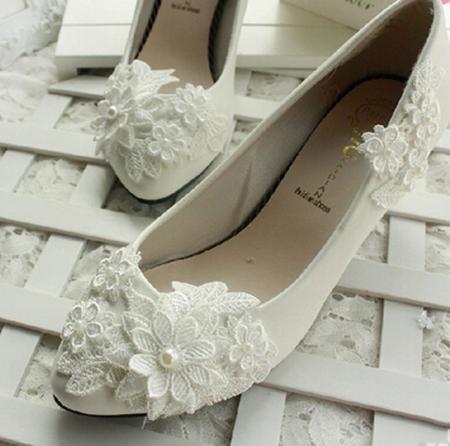Gelin Kadınlar Yüksek Topuklu Düğün Ayakkabı Gelin Gelinlik Dans Ayakkabıları için Toptan-Kadınlar Dantel Çiçek Fildişi Düğün Ayakkabı