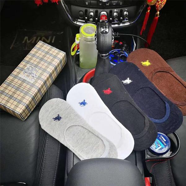 БУР Письмо Вышивка Носки Мужчины И Женщины Лошадь Дизайн Сетка Коробка Носки 5 Пар Упакованные Тапочки Носок