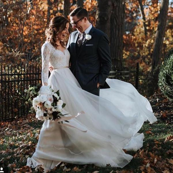 Élégant Une Ligne Robes De Mariée Bohème Col En V À Manches Longues Ruban Ceinture Robe De Mariée En Mousseline De Soie Jupe Pays Robes De Mariée