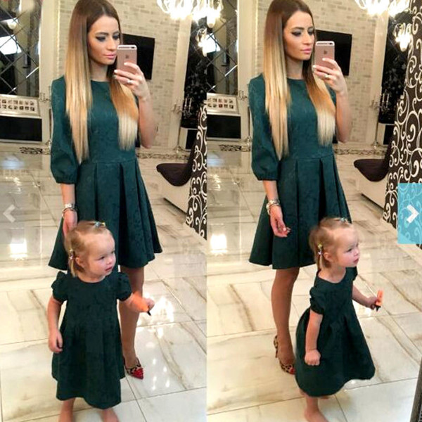 Mother Daughter Dresses Fashion Family Matching Outfits Slim Mother And Daughter Clothes Green Half Sleeve Christmas Dress Mvupp Y19051103